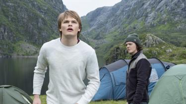 Høje, lyse Magne(David Stakston) og hans spinkle, mørke bror,Laurits (Jonas Strand Gravli), forsøger at finde sig til rette i Edda, men det er ikke nemt, når den lokale rigmandsfamilie består af jætter.