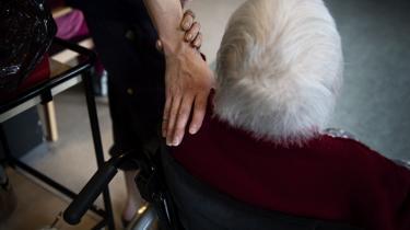 »Jeg synes ærlig talt ikke, at de ansatte på landets plejehjem får nok anerkendelse. De gør et stort stykke arbejde for de mange ældre, som ikke længere kan tage vare på sig selv,« skriver Camilla Egeborg Møller.