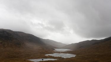 Der er selvfølgelig forskel på Danmark og Skotland – her Glen More på Isle of Mull. Men et tal på mellem en og to procent af bruttonationalproduktet, som er det, den skotske regering har lænet sig op ad i forbindelse med vedtagelsen af den ambitiøse skotske klimalov, er ikke langt fra nogle af de tal, som tidligere har været nævnt i den danske debat.