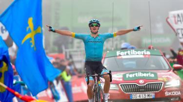 Søndag afslørede DR, at den danske cykelstjerne Jakob Fuglsang er under mistanke af cykelsportens uafhængige antidopingenhed (CADF) for at havde været i kontakt med den karantænedømte læge Michele Ferrari.