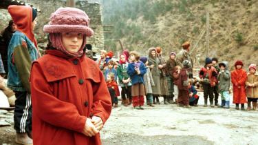 'Det tabte Tjetjenien' minder os om den ødelæggende borgerkrig, der hærgede landet op gennem 1990'erne og 00'erne. På billedet her ses en gruppe tjetjenske flygtninge i den georgiske by Shatili, der grænser op til Tjetjenien. Billedet er taget den 8. december 1999.