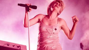 Popsangeren Robyn, der står bag hits som »Dancing On My Own« og »Hang With Me«.