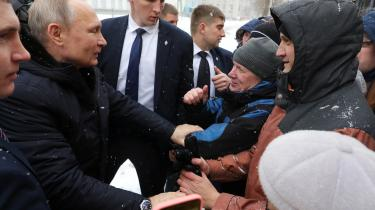 Over for den russiske befolkning har Putin brug for at understrege behovet for den stærke beskyttende stat, han repræsenterer. Det skal omskrivningen af krigshistorien biderage til.