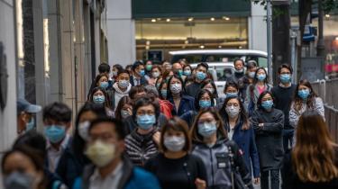 Antallet af bekræftede smittede af coronavirusset er på verdensplan 28.264, mens dødstallet er steget til 565.