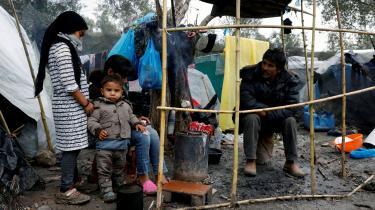 Moria-lejren på Lesbos huser over seks gange flere asylansøgere, end den oficielle maksimumskapacitet på 3000 mennesker tilsiger. Forholdende har fårt til voldsomme protester blandt asylansøgerne.