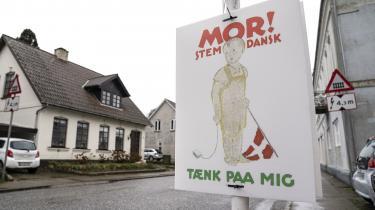 Vester Sottrup ved Sønderborg har hængt kopier af gamle valgplakaterop i gaderne, for at markere100-året for genforeningen af Sønderjylland og Danmark.