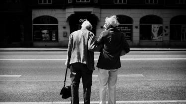 En ny undersøgelsefra Ældre Sagen viser, atfem procent afvoksne danskere med nulevende forældremeget ofte får dårlig samvittighed over, at de ikke besøger deres forældre nok, mens 13 procent får det ofte, og 37 procent har samvittighedskvaler nogle gange.
