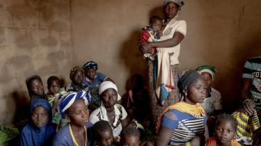 I Burkina Faso tyranniserer og dræber terrorgrupper, som det passer dem. Krisen eskalerer med en ukontrollerbar hastighed, alt imens desperationen og kampen om knappe ressourcer vokser