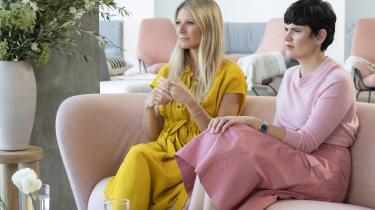 Gwyneth Paltrow og hendes nørdede sidekick Elise performer at være afslappede kvinder, der altid er i øjenåbnende samtale.