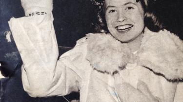 Den 15-årige Birgitta som luciabrud i Berlin på forsiden af SJ Nytt i 1958.