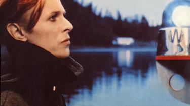 David Bowie er håbet og beviset på, at det queerede er fedt og frisættende og har været her længe, Gry Stokkendahl Dalgas' roman 'Det er herfra jeg vil begynde at tale, disse ord kan finde vej' er den mindre idylliske nutid og beviset på, at der stadig er meget at tale om, når det gælder køn.
