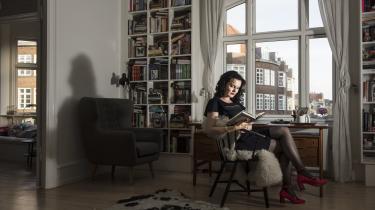 Leonora Christina Skov er en modig forfatter, der har betalt en høj personlig pris. Hendes bog 'Den der lever stille' har dog den svaghed, at moren beskrives næsten entydigt kritisk, skriver Katrine Wiedemann i denne klumme.