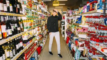 »Det er nærmest flovt at sige som rapper, at min mor rydder op på mit værelse, men jeg elsker det,« siger Artigeardit.
