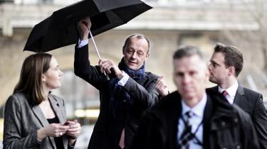 Friedrich Merz holdt i går pressemøde i et regnfuldt Berlin.