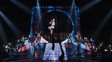 Musicalen fremstår som en fejllæsning af, hvad der gjorde tv-konceptet godt og spændende.