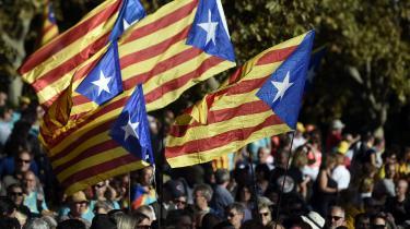 For Marlene Wind er særligt de catalanske separatisters ønske om selvstændighed et tribalistisk projekt, der bunder i et ønske om at lukke sig om sin egen kultur, og som derfor er uforeneligt med EU's ånd, skriver anmelder Ditte Maria Brasso Sørensen.