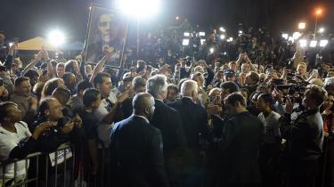 Det er paradoksalt, at demokraterne nu står tilbage med valget mellem den gamle establishmentkandidat, Joe Biden, og den gamle græsrodsleder, Bernie Sanders. Men exitpolls og vælgerundersøgelser har vist, at det helt afgørende for de demokratiske vælgere er, at deres kandidat kan slå Trump.