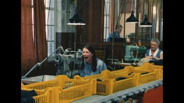 I filmen 'Slag for slag' fra 1972 får kvinderne både lov til at kritisere de urimelige arbejdsforhold på tidens tekstilfabrikker og vilkårene på hjemmefronten.