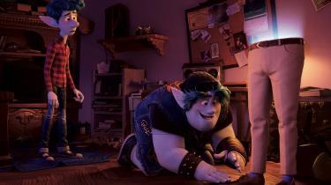 Ian og Barney sendes ud på noget af et eventyr, da de får fremmanet halvdelen af deres afdøde far, i Pixars 'Fremad'.
