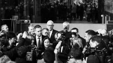 Ved det irske parlamentsvalg i februar fik partiet Sinn Féin anført af Mary Lou McDonald (midt i billedet) 24 procent af stemmerne. Landets to store liberale partier har siden meddelt, at de ikke kan se sig selv danne en koalitionsregering med et parti, der ifølge dem, stadig er knyttet til IRA.