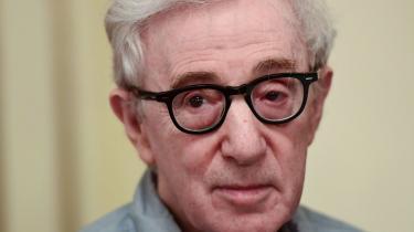 Efter en uge med massiv kritik har forlagetHachette bøjetsig, og aflystudgivelsen af Woody Allens kommende bog:Apropos of Nothing.