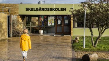 For de forældre, der ikke kan passe børn hjemme, vil skolerne holde nødåbent. Det oplyste statsminister Mette Frederiksen onsdag aften.