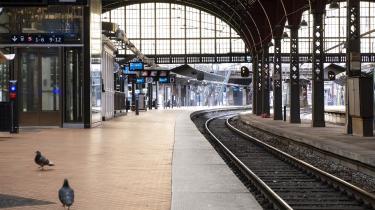 På transportområdet vil sundheds- og ældreministeren i samarbejde med transportministeren kunne indføre restriktioner og forbud mod adgang til transportmidler. Her ses Københavns Hovedbanegård torsdag d. 12. marts kl. 07:38.