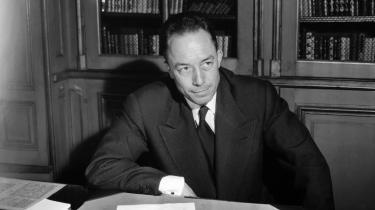 Albert Camus i Paris den 17. oktober 1957, umiddelbart efter at han er blevet tildelt Nobelprisen i litteratur.