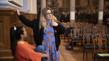 I en pause hilser Sandie Westh på sin veninde, debattør Geeti Amiri. De bliver hurtigt enige om, at de snart ikke orker flere konferencer om vold mod kvinder: »Det er det samme igen og igen. Men sker der nogensinde noget?« siger Sandie Westh.