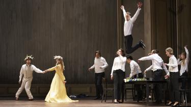 Vores anmelder var en af de heldige, der nåede at opleve den sidste opførelse af 'Orfeus', inden Det Kongelige Teater lukkede ned. Men operaen kan stadig opleves – en lydoptagelse er tilgængelig på Det Kongelige Teaters hjemmeside.