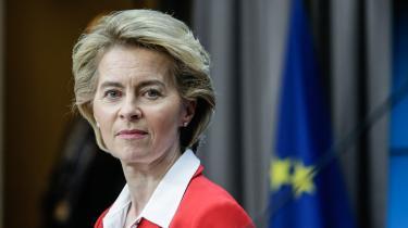 EU-Kommissionens forkvinde, Ursula von der Leyen, mindede søndag om, at varernes fri bevægelighed er en forudsætning for samarbejdet i EU: »Vi skal holde gang i varernes flow gennem Europa uden forhindringer,« sagde hun.