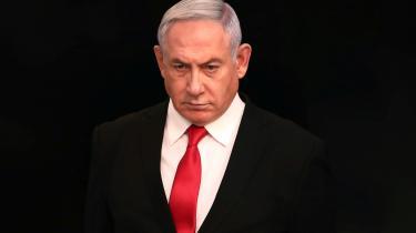 Coronavirus-krisen ser ud til at være Benjamin Netanyahus redning i forhold til at bevare magten i Israel - i hvert fald et halvandet år endnu.