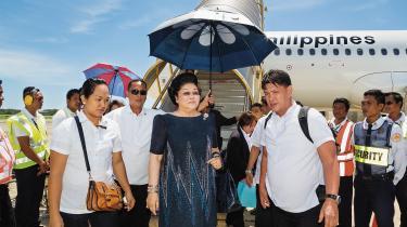Den dag i dag lever Imelda Marcos i luksus og har generobret politisk magt i Filippinerne.
