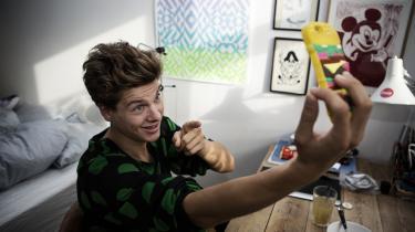 Børne- og undervisningsminister Pernille Rosenkrantz-Theil (S) har spurgt den populære influencer Rasmus Kolbe om hjælp med at levere coronarelaterede budskaber til de unge. Under sit alias 'Lakserytteren' har han nemlig tusindvis af unge følgere på sociale medier.