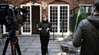 Kulturminister Joy Mogensen havde mandag indkaldt Folketingets partier til forhandlinger om en hjælpepakke for medierne. Men senere mandag brød forhandlingerne sammen, fordi de øvrige partier mente, at ministeren havde for få penge med.