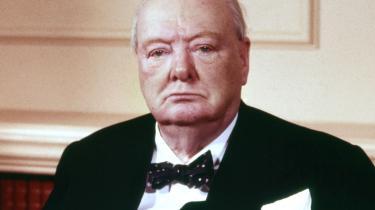 Churchill havde let til tårer og græd ofte også offentligt.Dagbøger viser, at den tyske ledelse havde stor morskab af hans hang til lyserøde silkeunderbukser, og at amerikanerne var utrygge ved hans alkoholforbrug.