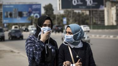 Det egyptiske styre slår hårdt ned på de, der spreder 'rygter' om coronavirussens udbredelse i landet.