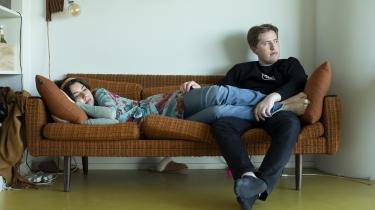 Veronica Magaard og Malthe Overgaard Pedersen – begge 20 år – har været kærester, siden de var 15 og er nu hjemme sammen med arbejde og studier i en etværelses ungdomsbolig.