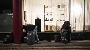 Folk uden lovligt ophold i Danmark kan ikke få hjælp til at isolere sig og beskytte andre mod smitte med coronavirus, hvis de oplever symptomer på sygdommen eller bliver testet positive for den.