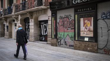 Den økonomiske nedtur rammer især de mest gælds- og coronaplagede lande som Italien og Spanien. Her er vi i Spanien.