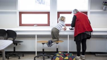 Når skolerne åbner, må mange Københavnske forældre alligevel holde deres børn hjemme, fordi der ikke er plads til alle børn på skolerne, hvis de skal efterleve de nye retningslinjer fra sundhedsmyndighederne.
