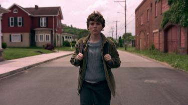 Rødhårede, indie-kejtede, 17-årige Syd (Sophia Lillis), der er hovedpersonen i 'I Am Not Okay With This',har telekinetiske superkræfter, men kan slet ikke styre dem. De detonerer ukontrollabelt, når hun bliver vred. Foto: Netflix