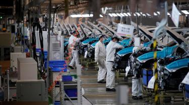 Hvis vi havde muligheden for at starte økonomien helt forfra,med samme produktionsapparat som i dag,hvordan ville vi så – hvis vi på demokratisk vis kunne beslutte det – tage den produktionskapacitet i anvendelse? Ville vi indrette økonomien som i dag? Detspørger Pelle Dragsted om i denne kommentar.