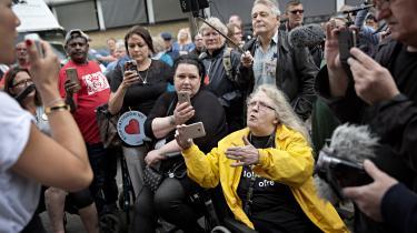 I 2017 havde Foreningen Jobcenterets Ofre kaldt til demonstration foran et jobcenter i København. Men mange borgere, der er afhængige af ydelser er ressourcesvage og vil ofte ikke klage, hvis de får en forkert afgørelse. Også derfor skal loven være gennemskuelig.