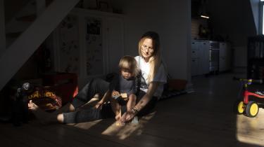 »Hvis man tror, at det er en fejlinvestering at lade en forælder blive hjemme med børnene et par år i stedet for at arbejde, så tager man grueligt fejl. Velfærd og velstand skal ikke kun måles i lønniveau, men også i psykisk trivsel, og lige nu ser Danmarks statistikker ikke pæne ud.« skriver Marie Hundebøll Plum i denne kronik.