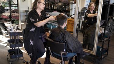 Mange frisører, fysioterapeuter og tatovører er åbnet igen, efter at de har været lukket i omkring en måned under coronakrisen.