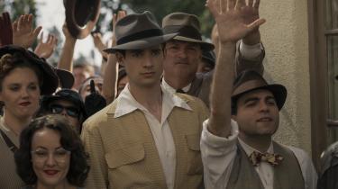 Jack Costello (David Corenswet, i midten)drømmer om at blive filmstjerne, og det er han ikke alene om i Ryan Murphy og Ian Brennans miniserie, 'Hollywood'.