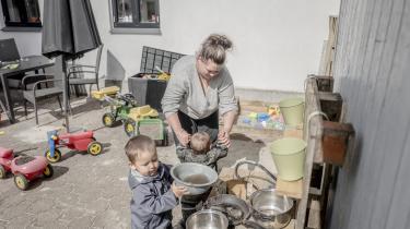 Alex Sørensens kone, Louise Rohde, oplever sin egen manglende besøgsadgang og hendes mands aflyste udgang som en straf mod familien. Børnene på et og tre savner deres far, og hun selv står mere alene, fortæller hun.