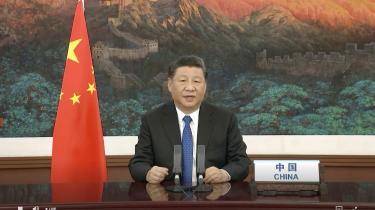 Efter WHO-mødet, hvor der blev holdt videokonference, har ministerpræsident Xi Jinping og den kinesiske ledelse vundet tid til at fremme sin egen udlægning, hvor Kina er et offer og en del af løsningen og ikke kan drages til ansvar. Og med sin tale forsøgte Xi Jinping at fremstille Kina som den ansvarlige, globale leder, USA under den på mødet fraværende Donald Trump ikke er.