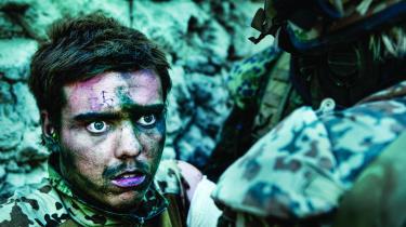 »I filmen 'Armadillo' følger fotograf Lars Skree og jeg en deling danske soldater i Armadillolejren i Helmandprovinsen midt i nogle at de hårdeste og mest brutale krigshandlinger i den på det tidspunkt ni år lange krig.«